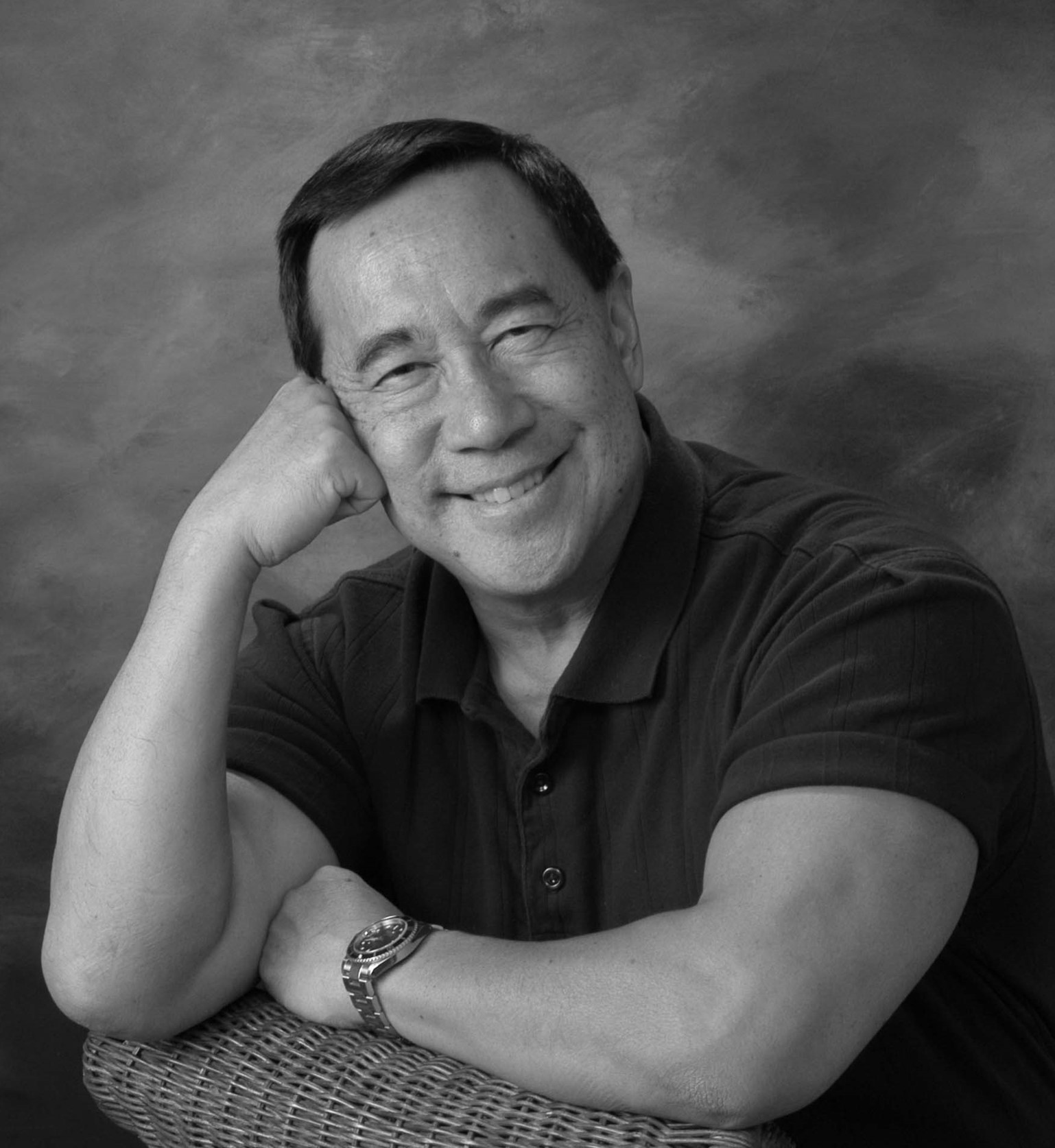 author profile gus lee in notable asian americans bookdragon gus lee one time attorney now full time writer began his first book in 1989 as a private memoir my daughter asked me to write a family journal and it